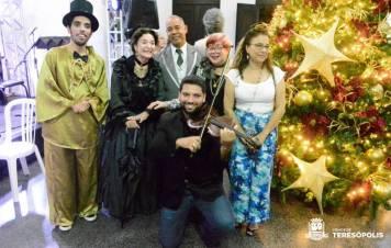 Os personagens bufão, Imperatriz Teresa Cristina e André Rebouças com Penhair Carlotti e Josiane Fonseca