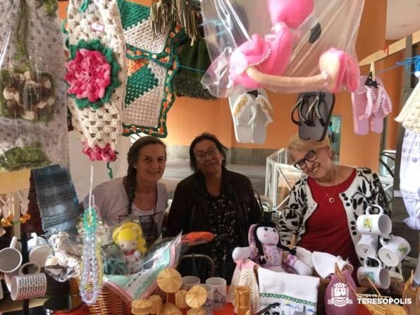 Artesãs do Espaço Mulher expõem e vendem seus produtos no evento