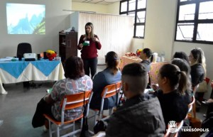 RECEPCIONISTAS DE UNIDADES MUNICIPAIS DE SAÚDE PARTICIPAM DE CAPACITAÇÃO