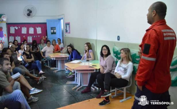 Equipe da Creche Profª Oneide Maria dos Santos em treinamento_Jorge Maravilha