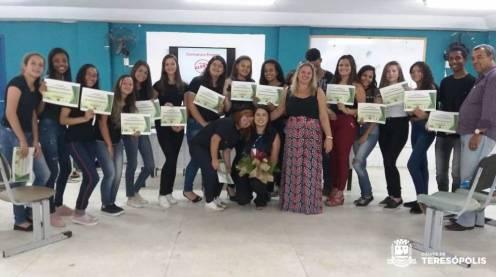 Formandos do CRAS Alto na Escola Neidy Angélica, em Vargem Grande