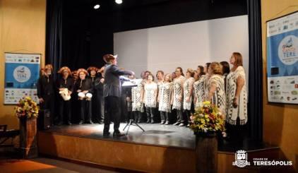 Maestro Marcus Roozgilo e o Coral Unimed Fortaleza embalaram a plateia com ritmos nordestinos