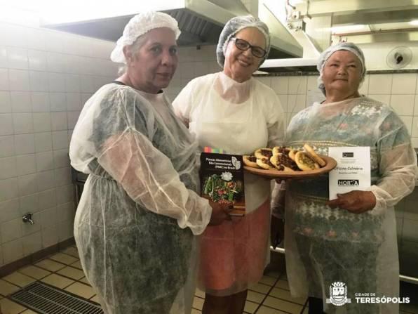 Mulheres de Teresópolis na oficina de culinária do projeto MUDA UFRJ