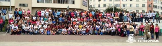 Participantes da caminhada 'Movimenta Terê' comemoram o sucesso do evento