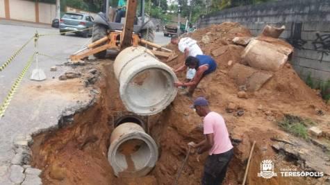 Substituição de manilhas na Rua Amapá