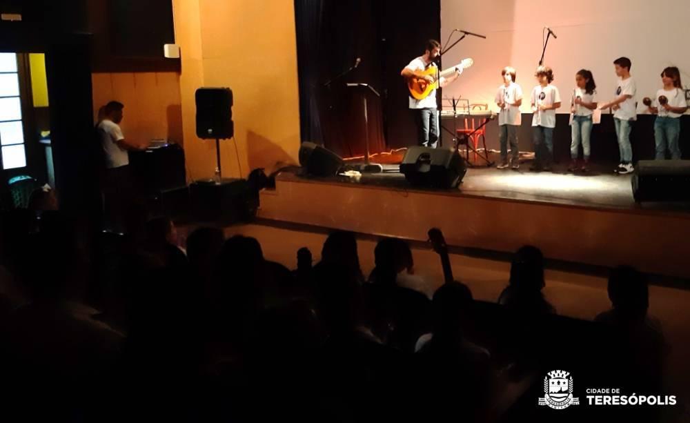 Escola de Música Villa-Lobos: Divulgadas as listas de inscritos nos cursos de Musicalização Infantil e de Vivência Musical na Melhor Idade