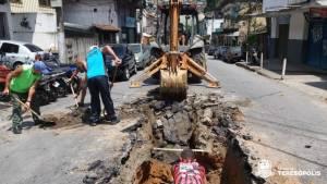 Prefeitura realiza manutenção de redes de drenagem em cinco bairros