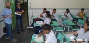 Alunos de um dos cursos recebem a visita do secretário Vinicius Oberg e do coordenador Cleiton Pimentel