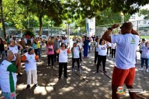 Yoga e alongamento marcam o domingo na Praça Olímpica