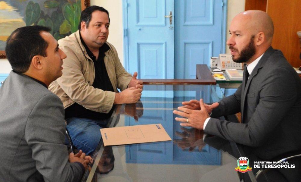 Prefeitura recebe doação de mobiliário da Caixa Econômica