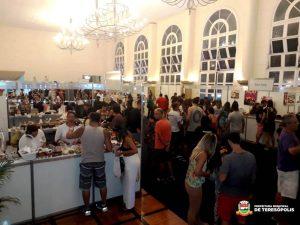 Moradores e turistas visitam ChocoSerra e Feira de Artes Manuais