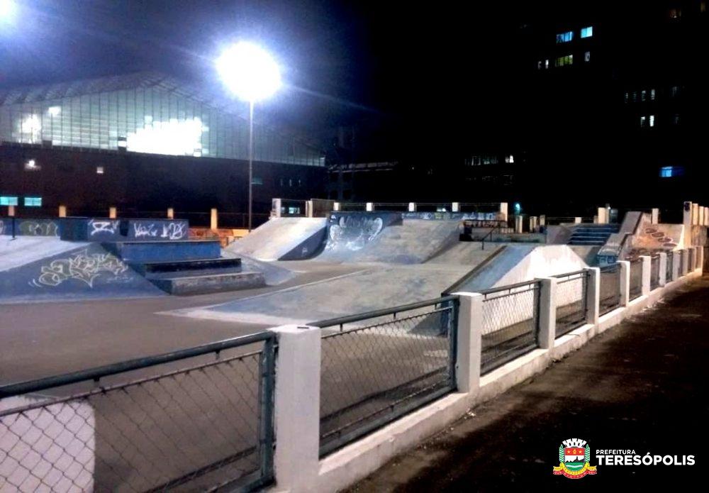 Praça de Esportes Radicais tem iluminação revitalizada