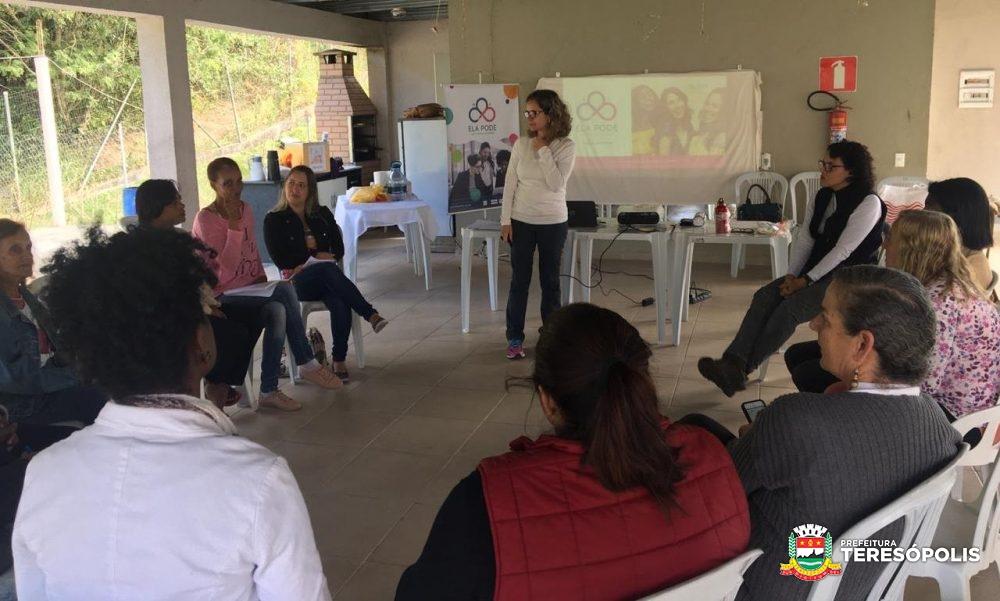 Moradoras do Parque Ermitage participam de capacitação pelo programa de empreendedorismo e encorajamento feminino 'Ela pode'