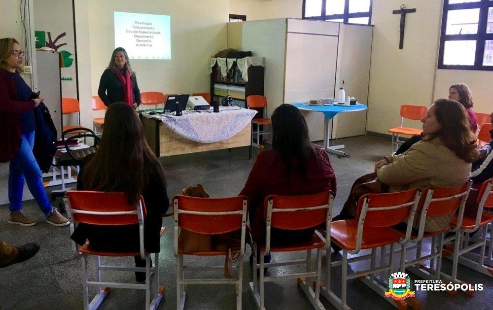 Combate ao abuso e exploração sexual é tema de minicurso de educadores da rede municipal