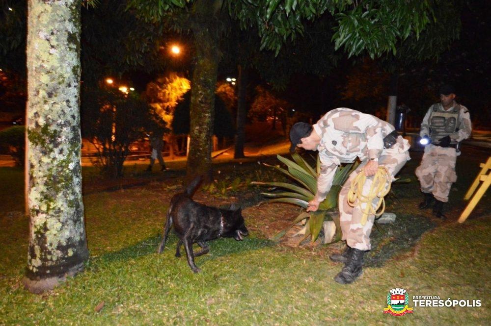 Praça Nilo Peçanha, no Alto, recebe operação de presença social e choque de ordem