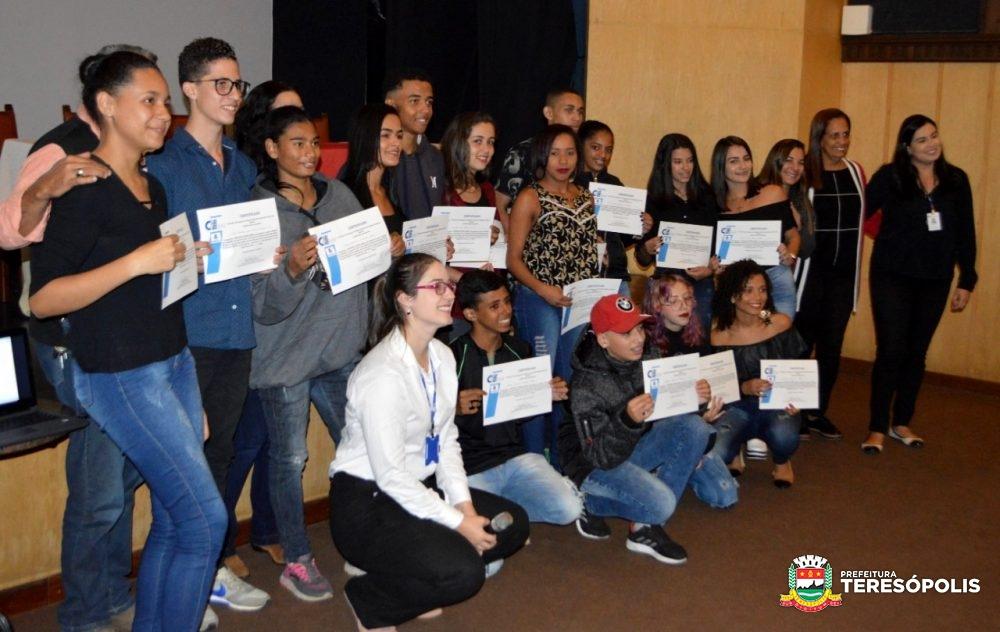 Jovem Alerta': Projeto da Prefeitura e do CIEE forma 15 adolescentes de Teresópolis e de São José do Vale do Rio Preto