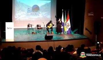Performance da aluna Licya Maria com o professor Rubens Tavares, da Escola Municipal de Música