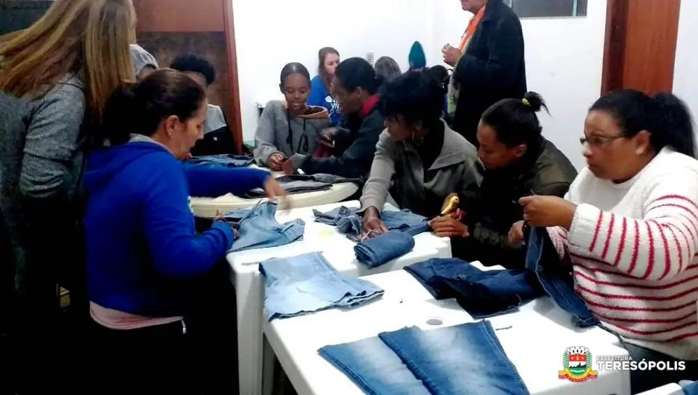 Geração de oportunidade e renda: Moradoras do Jardim Serrano participam de curso gratuito de moda sustentável