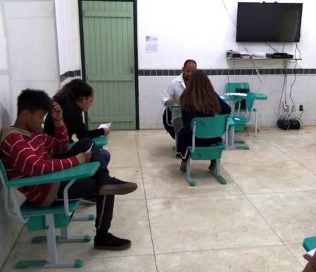 Avaliação médica com alunos da Escola Neidy Angélica, em Vargem Grande, por equipe do PSF do bairro