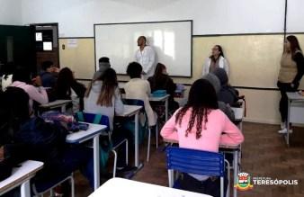 Tema suicídio abordado em palestra por equipe do PSF da Barra do Imbuí
