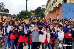 Participantes comemoram sucesso do exercício simulado de desocupação da escola