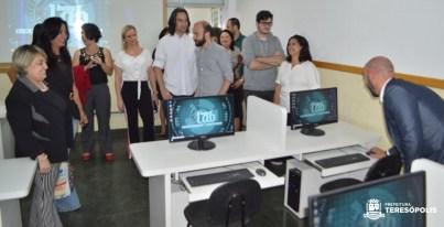 Prefeitura investe na modernização da rede de computadores em escolas municipais e inaugura o primeiro InovaLab