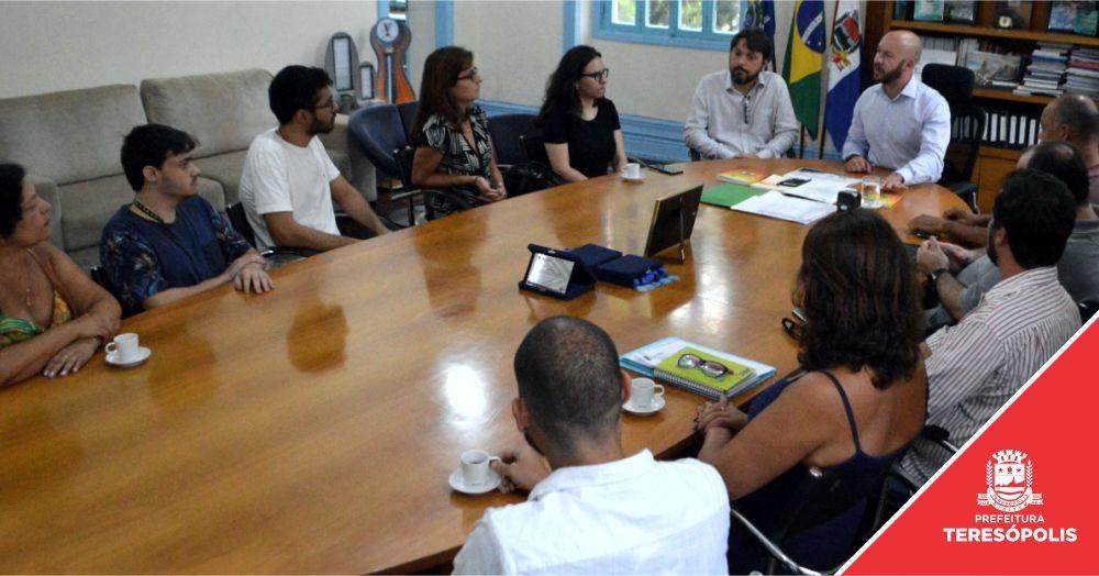 Alunos e professores da UERJ Teresópolis são homenageados por colaboração para revitalização do Circuito Terê-Fri