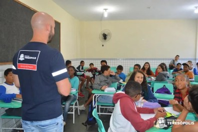 Educação em foco: Prefeito Vinicius Claussen e secretário de Educação visitam Cerom