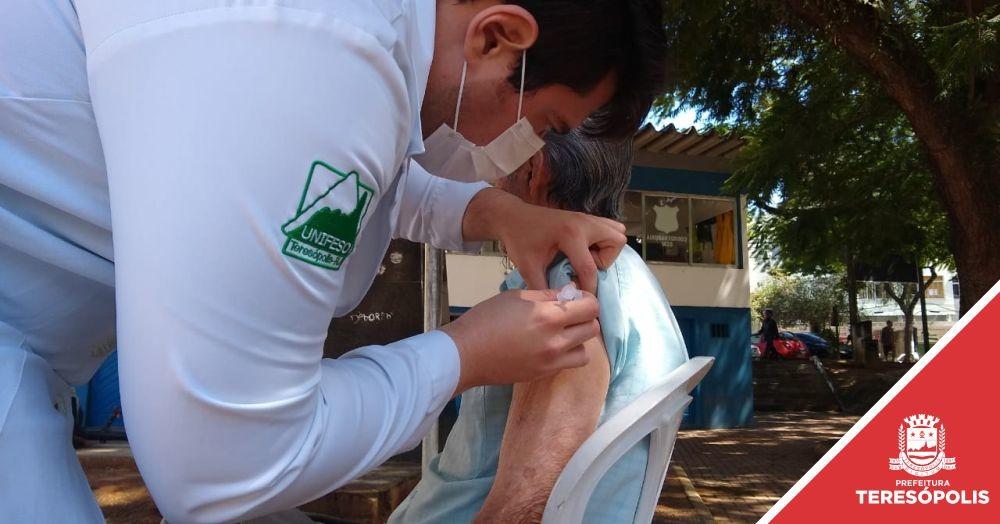 Teresópolis recebe lote de 9 mil vacinas, cria dois postos drive-thru na zona rural e retoma vacinação contra a gripe nesta quarta, dia 1º