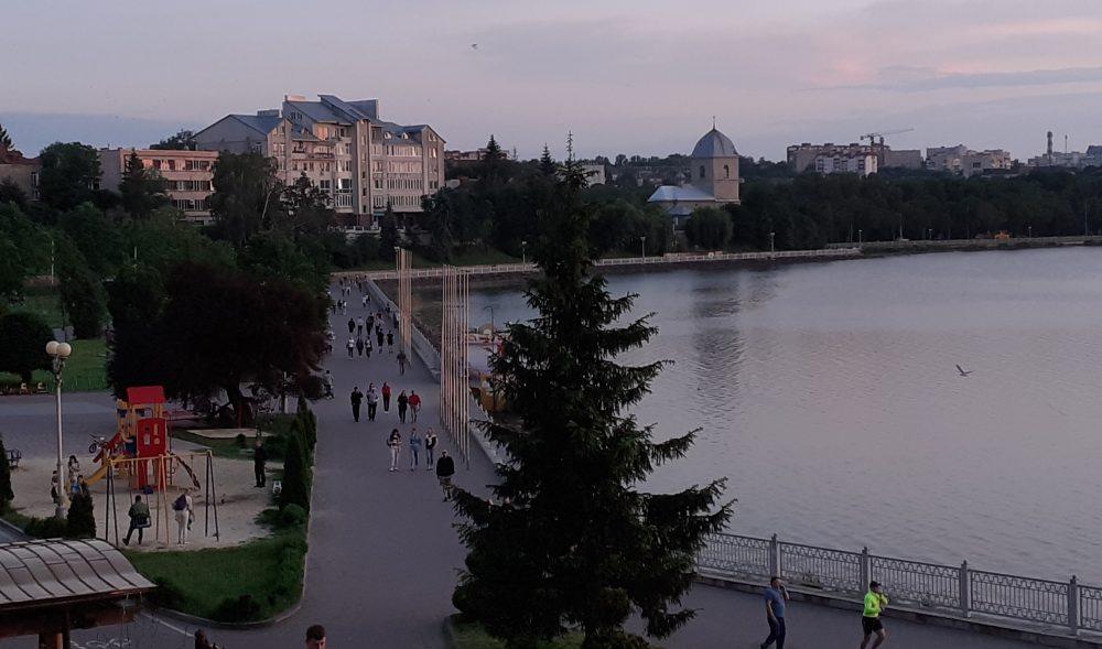 Прогулянка набережною Тернопільського ставу (15 ФОТО)
