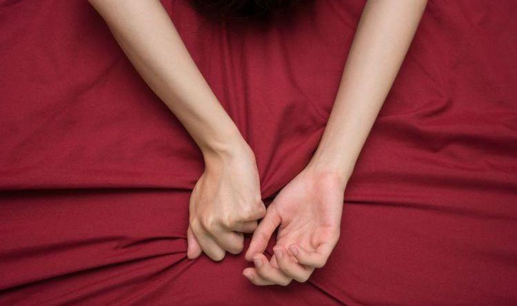 6 Tanda-tanda Wanita Memalsukan Orgasme Bercinta