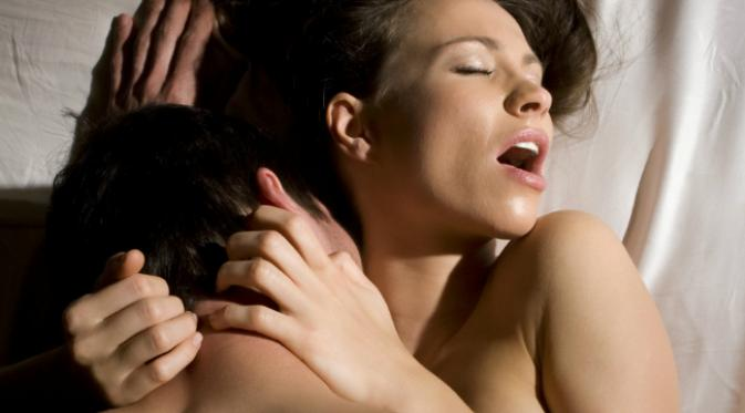 Wanita dengan Payudara Kecil Lebih Mudah Orgasme