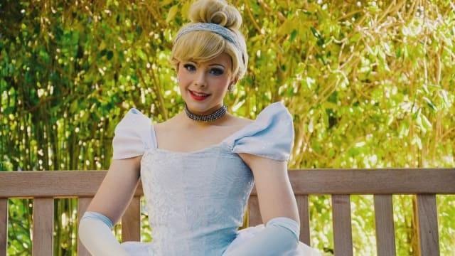 Ubah Wajah Jadi Karakter Disney sampai Idola K-pop, 7 Makeup Artist Ini. Berita Terpanas, trend dan gosip terkini dari Indonesia dan seluruh dunia. Semua le