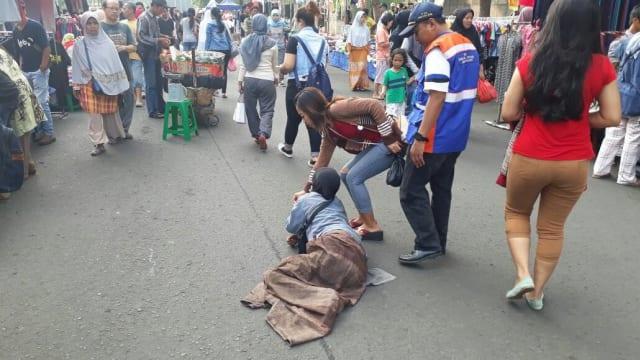 Pengemis Modus Ngesot Dalam Dua Jam Dapat Ratusan Ribu Ditangkap