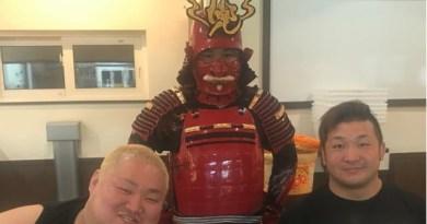 Sebuah Kedai Ramen di Jepang Hadirkan Chef Berkostum Samurai