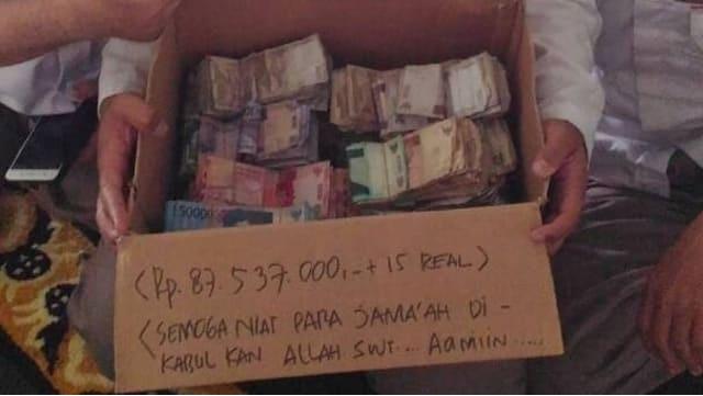 Ustaz Yusuf Mansur Posting Uang Berserakan di Masjid Sunter