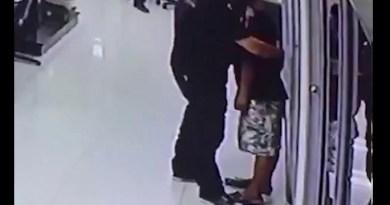 Video Polisi yang Hadapi Penodong Berpisau Bikin dunia Kagum