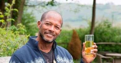 Demi Awet Muda Pria Ini Meminum Urine nya Sendiri Selama 6 tahun