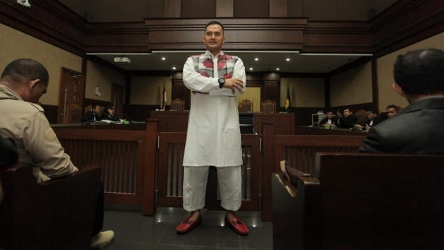 Video: Saipul Jamil Bernyanyi Lagu KPK Kupasrah Padamu