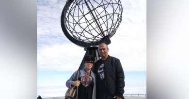 Suami-Istri Asal Indonesia Bertualang Naik Mobil Ke Eropa