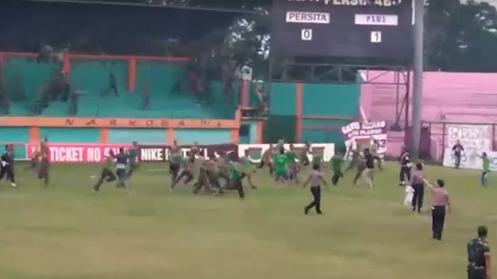 Viral Video Kericuhan Antar Suporter, Ibarat Duel Militer dengan Sipil