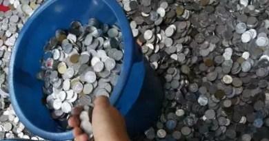5 Orang dengan Uang Receh Membeli Barang Jutaan Rupiah