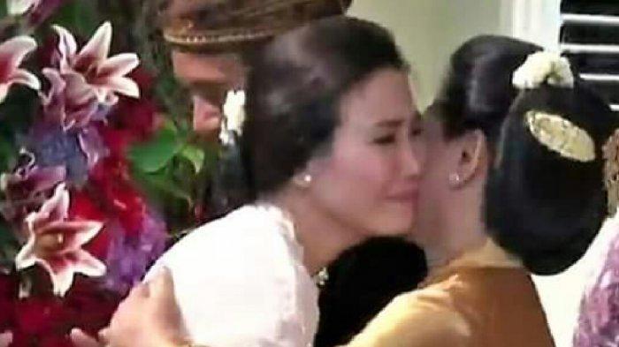 Veronica Tan Tampak Menangis Di Pelukan Iriana Jokowi