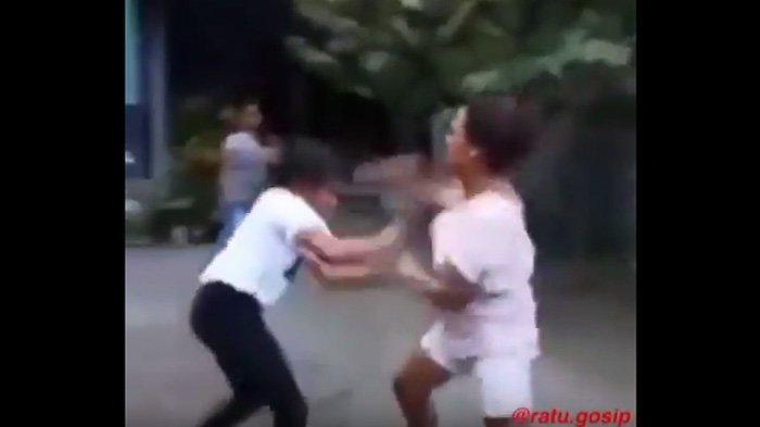 Video Viral, Cewek Jaman Now Saling Baku Pukul