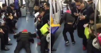 Video Kocak, Aksi Pria ini untuk Dapatkan Kursi di Kereta