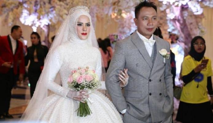 Resepsi Mewah Pernikahan Vicky Prasetyo-Angel Lelga Bertarif Rp 4 M