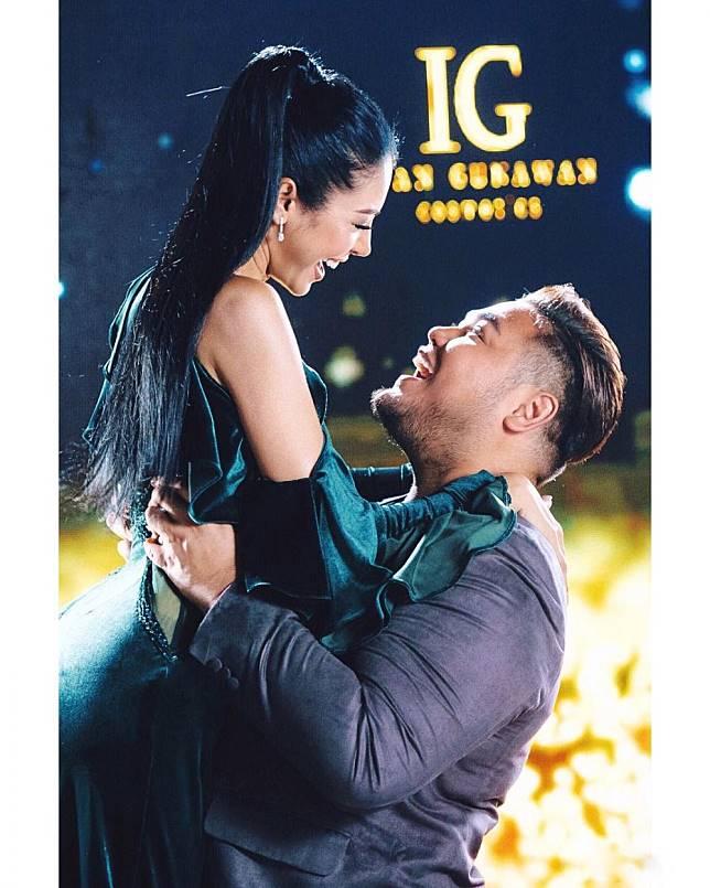 10 Poto Mesra Ivan Gunawan dengan Model Thailand Resmi Pacaran