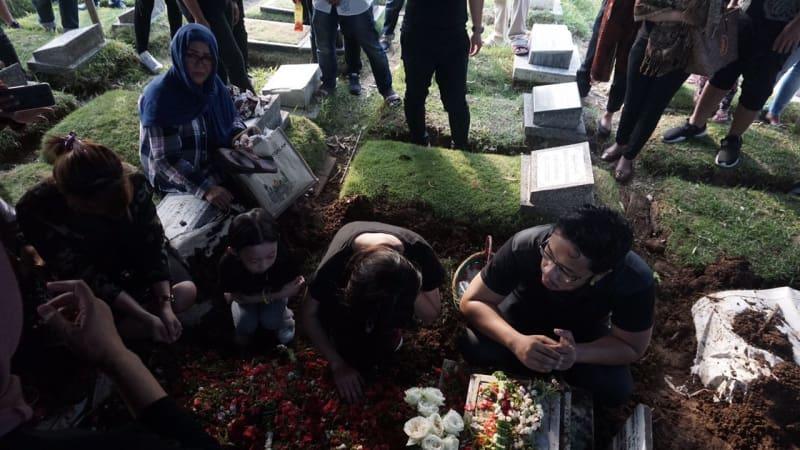 Andika Kerispatih Meninggal Dunia Keluarga dan Kekasih Iringi Proses Pemakaman
