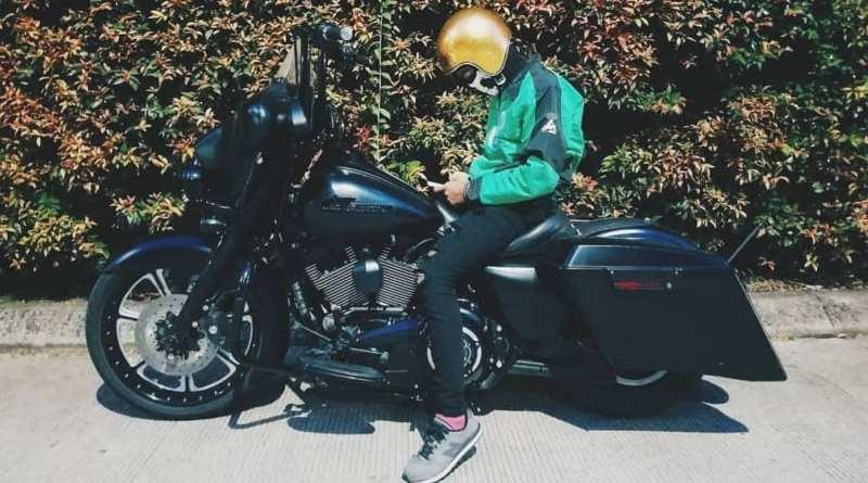 Antarkan Pelanggan Go-Jek Gunakan Motor Harley Bikin Lumer Penumpang Wanita