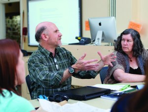 Cub Kahn, center, leads Oregon State faculty in the development of hybrid courses. Participants in the spring Learning Community included Kathy Greavesleft, who teaches family development and human sexuality, and Margie Haak, who teaches chemistry. (Photo: Jeff Basinger)